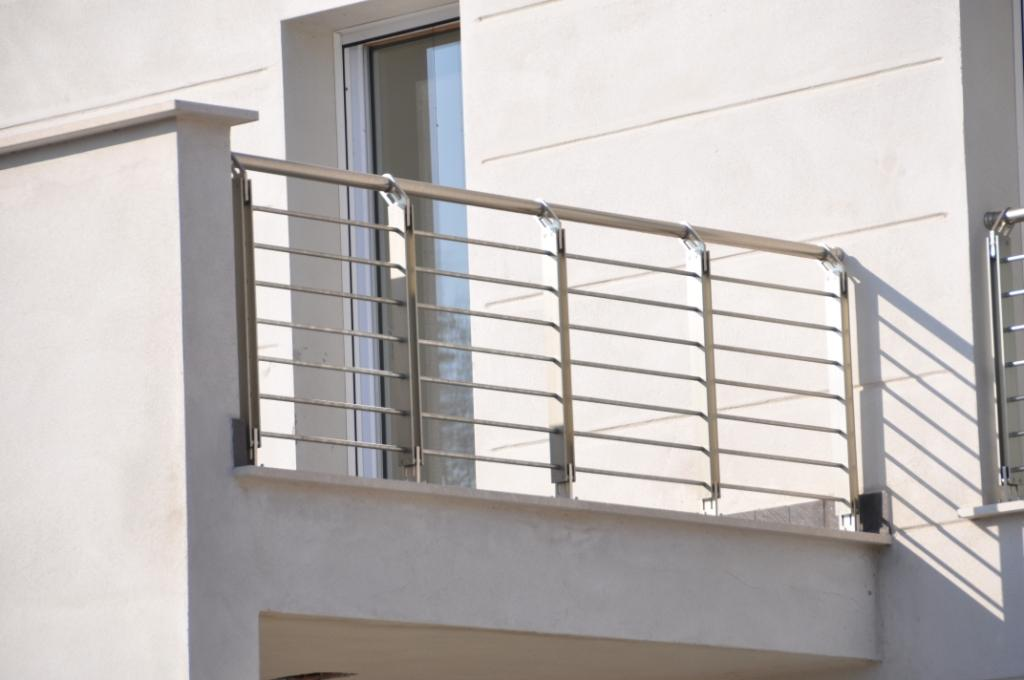 Ringhiere moderne da esterno for Ringhiere ferro battuto per esterno